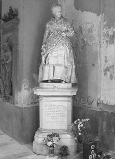 Brezlverkäuferin in Staglieno/Genua. Sie galt zu Lebzeiten als bitterarm, doch für diese Statue hat sie heimlich ihr Leben lang jeden Groschen zurückgelegt.