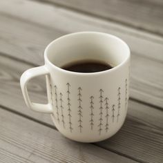 I want to DIY this with a sharpie and a cup! Coffee Love, Coffee Cups, Coffee Coffee, Coffee Break, Brown Coffee, Coffee Shop, Crackpot Café, Diy Becher, Pebeo Porcelaine 150