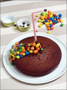 Faire un gravity cake m&m's