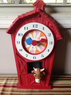 Vintage WEE WINKIE RED BARN Wall Clock W/ Cow Pendulum WESTCLOX USA w/wind-upKey