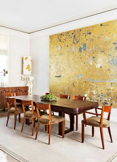 [repost] In a London townhouse dining room by a gold painting by Rudolph Stingel hangs above a table by Doug Aitken. The floor lamp is by Mattia Bonetti, and the custom carpet is a Sultana design. Photo by Manola Yllera. Elegant Dining Room, Dining Room Design, Dining Rooms, Dining Tables, Inspiration Artistique, London Townhouse, Townhouse Designs, Dining Room Inspiration, Mellow Yellow