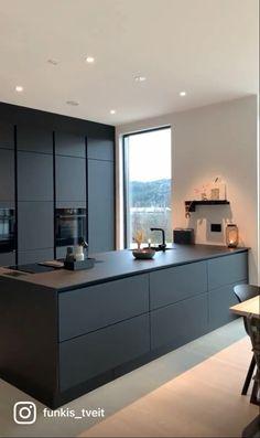 Kitchen Room Design, Home Room Design, Modern Kitchen Design, Interior Design Kitchen, Kitchen Decor, Kitchen Worktop, Kitchen Cabinetry, Black Kitchens, Home Kitchens