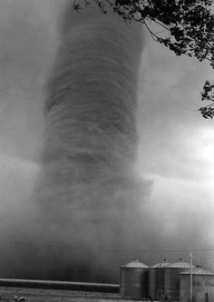 Jumbo Tornado vacuums up the countryside Weather Storm, Wild Weather, Tornados, Natural Phenomena, Natural Disasters, Cool Pictures, Cool Photos, Extreme Weather, Science And Nature