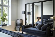 All black lounge in master bedroom featuring a velvet chaise and mirrors as a focal point, white walls to contrast. Home Interior, Interior And Exterior, Interior Design, Industrial Farmhouse Decor, Black Lounge, Home Libraries, Modern Kitchen Design, Scandinavian Design, Scandinavian Interiors