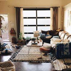 ☁️ Dream_Casa@icloud.com☁️さんはInstagramを利用しています:「I'd like to take cat nap here! casa de: @thestellabluegallery #」