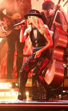 Carrie Underwood wears eight dazzling outfits at 2019 CMA Awards Carrie Underwood Quotes, Carrie Underwood Bikini, Carrie Underwood Pictures, Carie Underwood, Country Female Singers, Country Music Artists, Country Music Stars, Cma Awards, Sean Penn