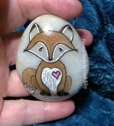 Easy paint rock for try at home (stone art & rock painting ideas Pebble Painting, Pebble Art, Stone Painting, Rock Painting Pictures, Rock Painting Ideas Easy, Rock Painting Patterns, Rock Painting Designs, Stone Crafts, Rock Crafts