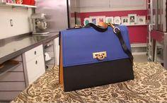 Dit is niet zomaar een tas, dit is een bijzondere tas. Enals je wilt weten waarom, bekijk dan snel het filmpje.... We zijn benieuwd wat je ervan vindt?