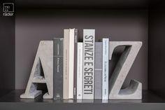 Zwischen unseren Beton Buchstützen finden alle Bücher von A bis Z platz.  http://www.raeder-onlineshop.de/Schreiben-Buero/Buchstaben/Buchstuetzen-A-Z.html?listtype=search&searchparam=Buchst%FCtzen