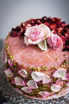 Rose, Pistachio and Peach Cake – Cau de sucre Food Cakes, Cupcake Cakes, Mini Cakes, Cake Fondant, Peach Cake, Rose Cake, Peach Syrup, Let Them Eat Cake, Cake Designs