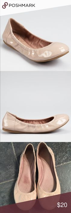 "Vince Camuto ""Ellen"" patent flat size 8 Vince Camuto ""Ellen"" patent flat. Tan size 8. In really good used condition. Vince Camuto Shoes Flats & Loafers"