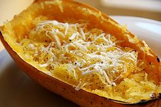Gebackener Spaghettikürbis mit Parmesan, ein sehr schönes Rezept aus der Kategorie Gemüse. Bewertungen: 16. Durchschnitt: Ø 4,2.