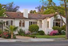 New house colors exterior bungalow spanish style Ideas Best Exterior Paint, House Paint Exterior, Exterior Paint Colors, Paint Colors For Home, House Colors, Exterior Homes, Colonial Exterior, Stucco Exterior, Craftsman Exterior