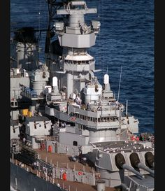 A starboard amidships view of the superstructure of the battleship USS MISSOURI Uss Iowa, Us Battleships, Go Navy, Us Navy Ships, Navy Military, United States Navy, Aircraft Carrier, Tall Ships, Water Crafts