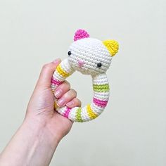 New cutie soon! Love cats sooo much! Actually, I live with two adorable cats . New cutie soon! Love cats sooo much! Actually, I live with two adorable cats ;] Are you cat lovers too? Crochet Bunny, Crochet For Kids, Crochet Yarn, Crochet Toys, Crochet Baby Mobiles, Crochet Patterns Free Women, Newborn Toys, Crochet Pillow, Baby Rattle