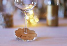 Mal eine andere Idee für Namensschilder auf eurer Hochzeit. Place Cards, Place Card Holders, Paper Mill, Name Labels, Postcards, Invitations, Handmade, Christmas