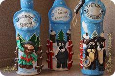 """Вот такие Новогодние """"Бутылочки - Подарочки"""" по мотивам любимых мультфильмов """" Жил был пёс"""" и """"Падал прошлогодний снег"""" - лепила на заказ ...Идея бутылочки """"Падал прошлогодний снег"""" моя - для фигурок использовала фотки из мультика, а идея """"Жил был пёс"""" подсмотрена здесь  http://stranamasterov.ru/node/723046 фото 3"""