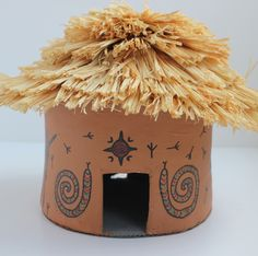 How to Make an African Hut Model This how to make an African hut model project uses air dry clay and is decorated with a raffia roof and felt-tip tribal art. Perfect as a school project. African Art For Kids, African Hut, African Art Projects, African Theme, African Children, African Animals, African Safari, Projects For Kids, Crafts For Kids