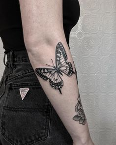 Tattoos for Shoulder Blade Men . Tattoos for Shoulder Blade Men . Front Shoulder Tattoos Designs and Ideas to Pin On Elbow Tattoos, Foot Tattoos, Forearm Tattoos, Body Art Tattoos, Small Tattoos, Sleeve Tattoos, Tatoos, Butterfly Tattoos On Arm, Butterfly Tattoo Designs