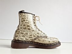 90's Vintage Snake Print in Beige / White Leather // Minimal Dr. Martens Lace up Boots FeelingVagueVintage, $136.00