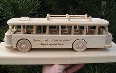Busse Geschenke fur Manner zum 60 Geburtstag FINDEN http://www.soly-holzspielzeug.de/alle-holzspielzeug/geschenk-mit-sockel-und-gravur/