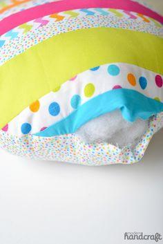www.modernhandcraft.com // Sew as you go Easter Egg Pillow for Therm O Web
