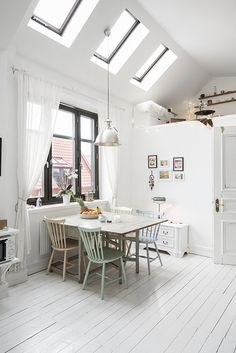 59 Inspiring Scandinavian Dining Room Design for Small Space - About-Ruth Scandinavian Home, Dining Room Design, Dining Area, Dining Chairs, Kitchen Dining, Small Dining, Home And Living, Modern Living, Decorating Your Home