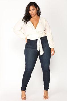 Plus-Size. plus-size women's plus size jeans, ladies fashion, Curvy Girl Outfits, Curvy Girl Fashion, Look Fashion, Fashion Outfits, Womens Fashion, Petite Fashion, Casual Plus Size Outfits, Plus Size Casual, Fashion Black