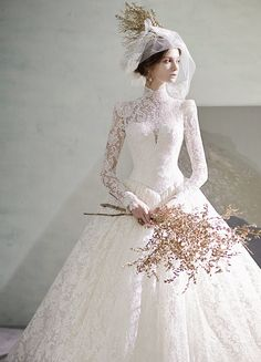 This timeless vintage-inspired laced wedding dress from Eileen Couture is beyond incredible!