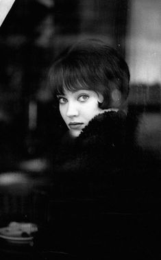 Portrait of Anna Karina on the set of Vivre sa vie directed by Jean Luc Godard, 1962 Anna Karina, French New Wave, Style Parisienne, Fritz Lang, Jean Luc Godard, Style Noir, French Actress, Poses, Timeless Beauty