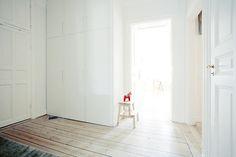 Een witte basis? Laat je huis knallen met een van onze gekleurde sofa's of fauteuils! http://nl.sofacompany.com/