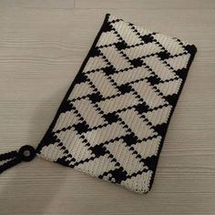Ravelry: Project Gallery for Triforce-iltalaukku pattern by Molla Mills Tapestry Crochet Patterns, Bead Loom Patterns, Weaving Patterns, Knitting Patterns, Crochet Clutch, Crochet Handbags, Crochet Purses, Knit Crochet, Mochila Crochet