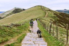 A mile Peak District circular route starting and finishing in Castleton. Tips for a fantastic walking route for a beautiful day out in England! Scenic Photography, Aerial Photography, Night Photography, Photography Tips, Landscape Photography, Weekend Breaks Uk, Days Out In England, British Travel, Castles In England