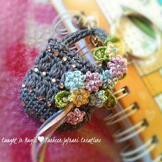 Mini basket keychain ♥♥ Crochet Coin Purse, Crochet Pouch, Crochet Trim, Love Crochet, Crochet Gifts, Crochet Motif, Irish Crochet, Crochet Flowers, Knit Crochet