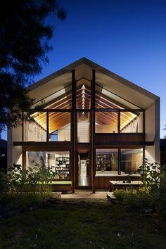 Construído pelo BKK Architects na Northcote, Australia na data 2014. Imagens do Shannon McGrath. O projetotraz a ideia de proporcionar um estilo devida flexível, altamente sustentável, que responda ao contexto e ...