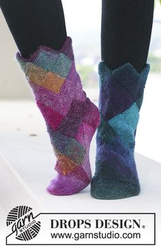 "Mirage Socks - DROPS socks with domino squares in ""Delight"". - Free pattern by DROPS Design Poncho Pattern Sewing, Knitting Patterns Free, Knit Patterns, Free Knitting, Free Pattern, Sewing Patterns, Crochet Socks, Knitted Slippers, Knit Or Crochet"