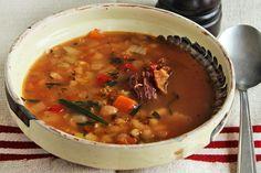 Ciorba de fasole cu tarhon si afumatura Romanian Food, Multicooker, Thai Red Curry, Food To Make, Crockpot, Soup, Ethnic Recipes, Ferrero Rocher, Kitchen