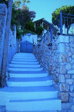 M   o    m    e    n    t    s    b    o    o    k    .    c    o    m: Παραδοσιακή κλιμακωτή είσοδος στα χρώματα της λεβά...