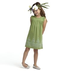 No holiday dress is complete without flowers in your hair. Tea Collection's Java Peak Dress