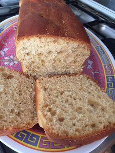 Le Pain-Gâteau (proche de la brioche) : Parce qu'un gâteau fait maison est toujours meilleur, parce que partager quelques gourmandises apporte toujours un peu de baume au coeur et parce que je ne peux pas m'empêcher de me mettre des recettes intéressantes de côté quand je surf sur le net ou lis un livre de cuisine, j'ai aujourd'hui testé cette recette de […] Hui, Bread, Food, Brioche, Interesting Recipes, Cooking Recipes, House Cake, Brot, Essen