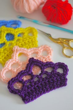 FREE - Crocheted Crown Applique -  use on afghan