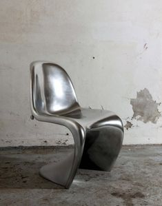 panton chair silver designer chairs verner panton Related posts:Home Decor Modern Sofa, Modern Chairs, Modern Furniture, Furniture Design, Art Furniture, Panton Chair, Futuristic Furniture, Futuristic Design, Vintage Chairs