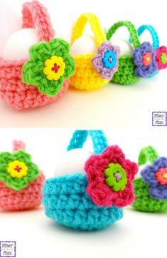 Free Crochet Pattern: Little Easter Egg Baskets #CrochetEaster