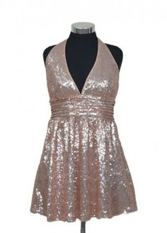 Vestido de lentejuela en tono palo de rosa, escote en V muy sentador para todo tipo de silueta. #graduacion #15 #matrimonio #fiesta #vestidos #wedding #party #dress #fashion #style #design #outfit #shopping #glam #golden #shine