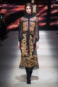 Alberta Ferretti at Milan Fashion Week Fall 2015 | Stylebistro.com