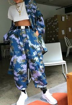 Discover recipes, home ideas, style inspiration and other ideas to try. Streetwear Shorts, Streetwear Summer, Streetwear Fashion, Mode Outfits, Trendy Outfits, Fashion Outfits, Womens Fashion, Sneakers Fashion, Urban Fashion Girls