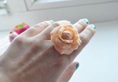 women gifts: rings from polymer clay - crafts ideas - crafts for kids -- tutorial Polymer Clay Crafts, Diy Clay, Nifty Crafts, Crafts For Kids, Ring Tutorial, Clay Tutorials, Clay Creations, Ribbon Bows, Diy Flowers