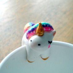 "Attache-thé ""ma licorne"" omamawolf figurine en porcelaine froide sur <a href=""http://www.alittlemarket.com"" rel=""nofollow"" target=""_blank"">www.alittlemarket...</a>"
