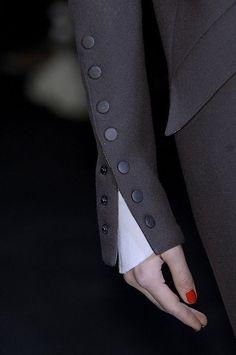 Lagerfeld 2010 - Details Look Fashion, Fashion Details, Teen Fashion, Fashion Beauty, Womens Fashion, Fashion Design, Fashion Trends, Fall Fashion, Fashion Hair