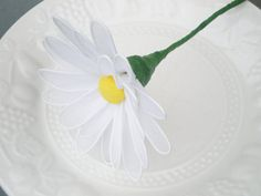 Daisy Wedding favour Wedding Receptions Bridal by Flowerfavours, $7.50